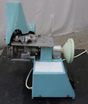 Machine à dénoyauter les prunes Machine à dénoyauter les prunes